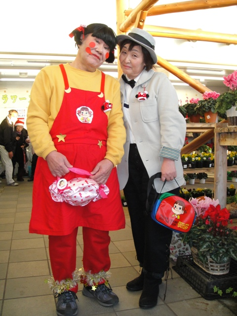 ハロウィン仮装で ちびまるこちゃん親子だった二人は 不二家のペコちゃんポコちゃんでした (笑)